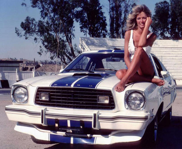cars and girls  - Page 6 28-401-farah-fawcett-ford-mustang-drole-dames
